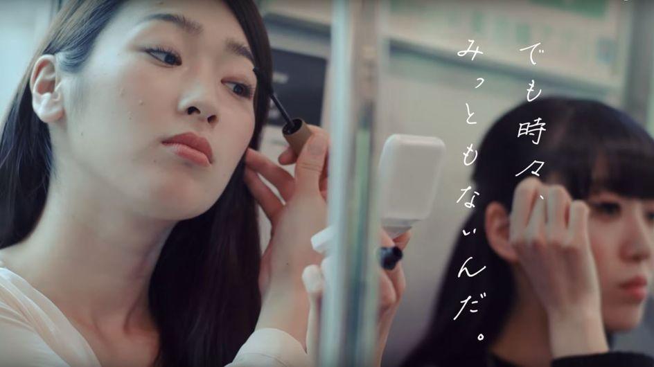 Japon : les femmes qui se maquillent dans le métro jugées nuisibles et repoussantes