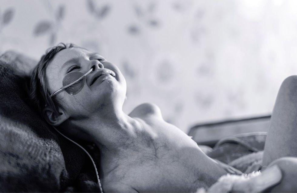 Das wahre Gesicht von Krebs - Dieser Vater hält den Kampf seiner Tochter in einem bewegenden Bild fest