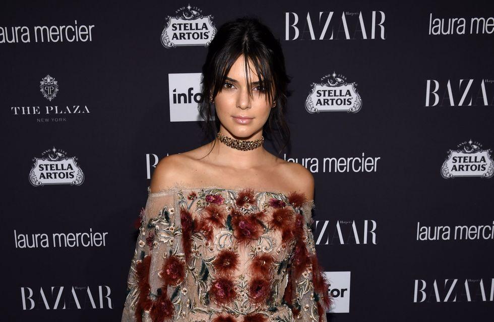 Pour son anniversaire, Kendall Jenner a copié-collé le look des 21 ans de Paris Hilton (photos)