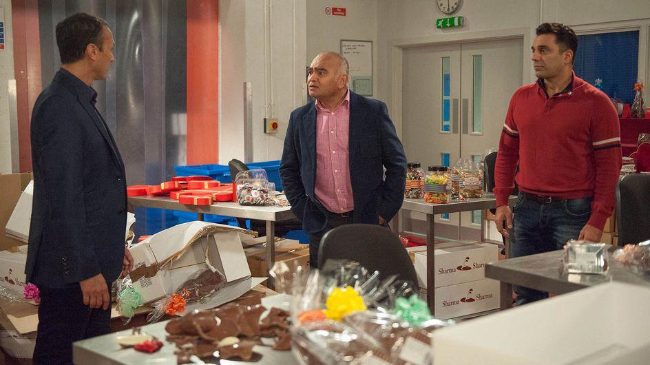 Emmerdale 15/11 - Rebecca Kisses Robert And Soon Diane Is On The Scene - What Has She Heard?