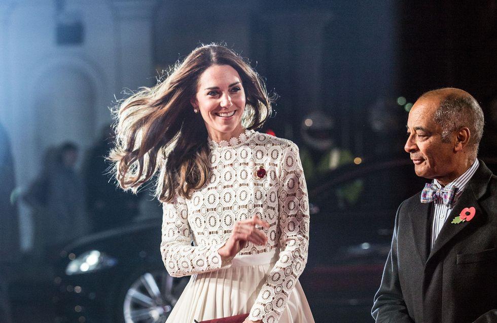 Quand Kate Middleton porte la même robe que Paris Hilton