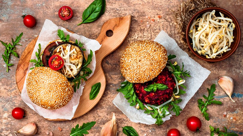 Cocina sostenible: receta de hamburguesa de remolacha y mijo