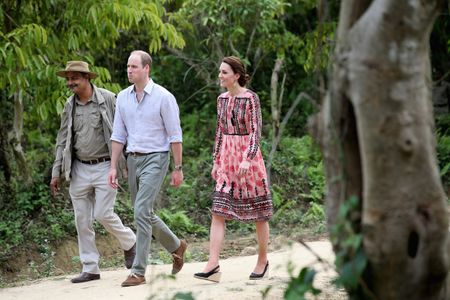 Kate et William, en voyage officiel en Inde. La duchesse porte une robe Topshop.