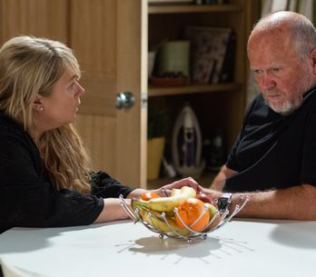 Eastenders 22/11 - Sharon Does Her Best To Make Phil Reconsider His Decision