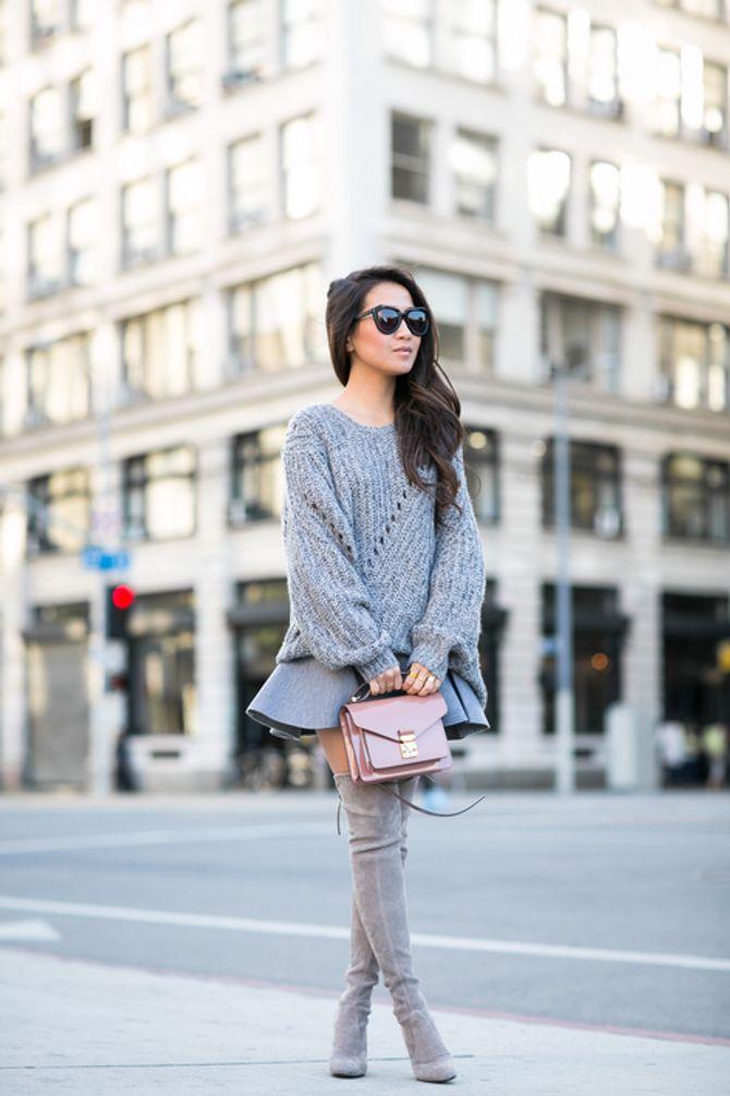 Oversize-Pullover kombinieren: Sexy mit Minirock und Overknees