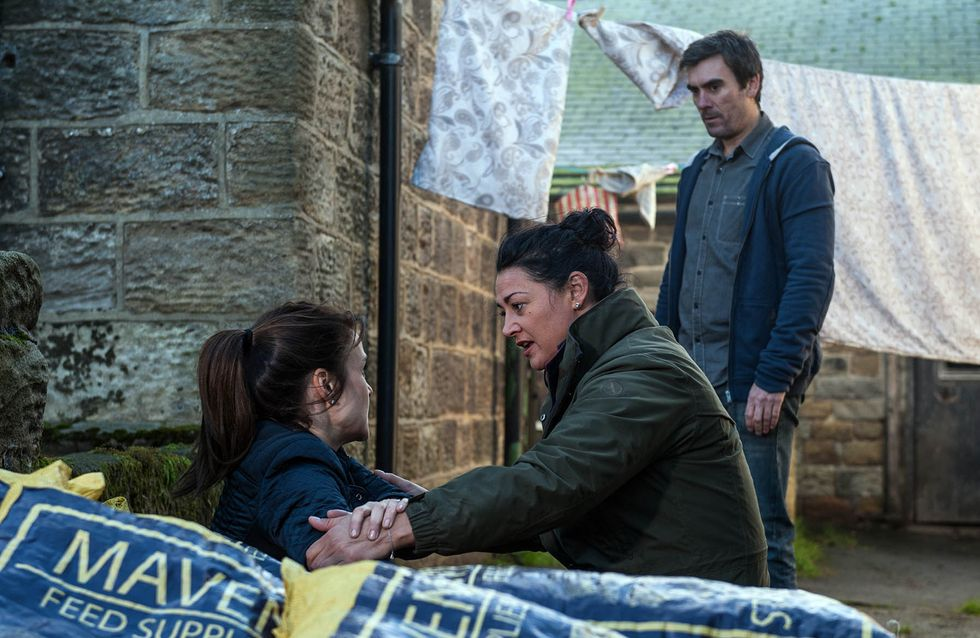 Emmerdale 28/11 - Emma Winds Moira Up About Cain