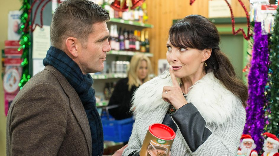 Eastenders 01/12 - A Suspicious Roxy Clocks Jack And Honey Together