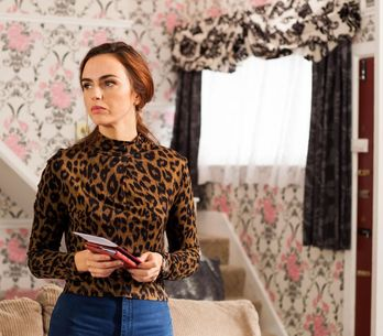 Hollyoaks 29/11 - Goldie Finds Mercedes With The Kids' Passports...