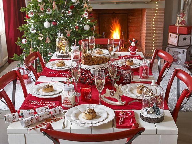 Jouez sur le rouge et le blanc pour un Noël traditionnel.