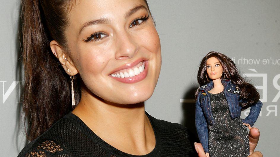 ¡Una Barbie con curvas causa furor en el mundo de la moda!