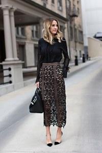 Chemise noire et jupe longue