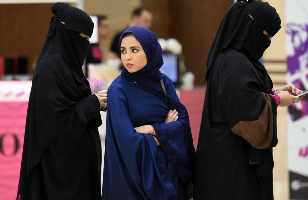 En Arabie saoudite, les femmes tombent le niqab pour se libérer (Vidéo)