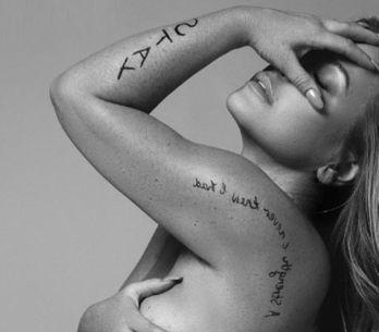 La cantante Anastasia muestra orgullosa las cicatrices de su lucha contra el cán