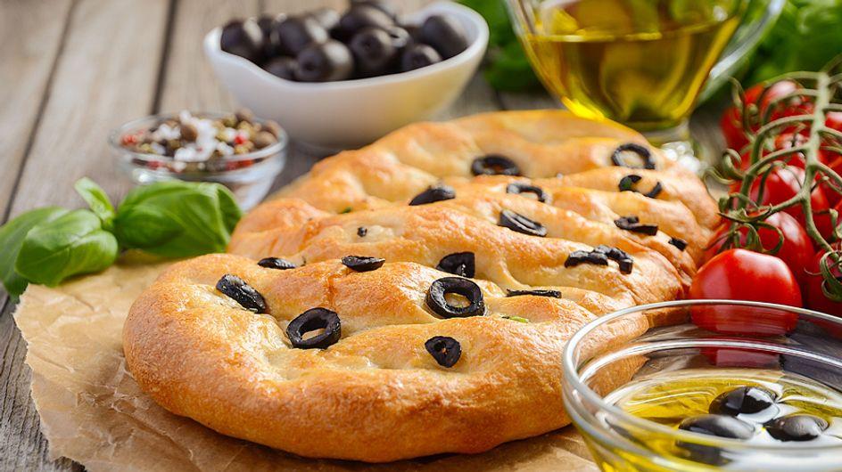 Cocina sostenible: receta de focaccia de romero, olivas negras y tomates secos
