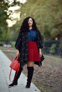 Cape et jupe pour un look féminin