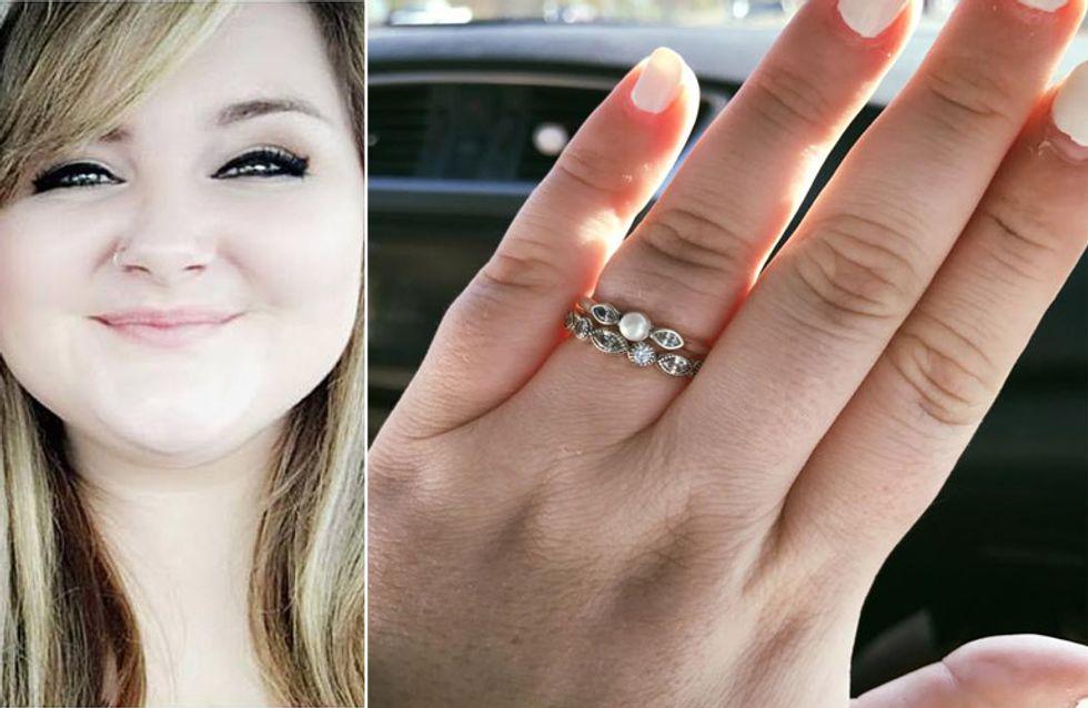 Eine Verkäuferin lästert über ihren billigen Verlobungsring - doch sie erteilt ihr eine Lektion