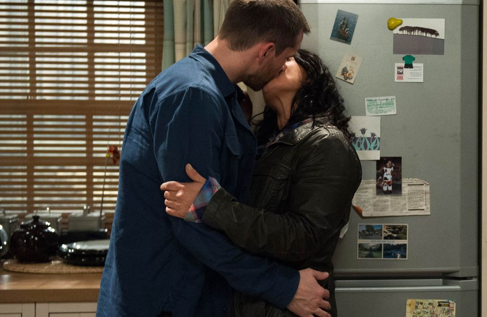 Emmerdale 21/12 - Pete Kisses Moira