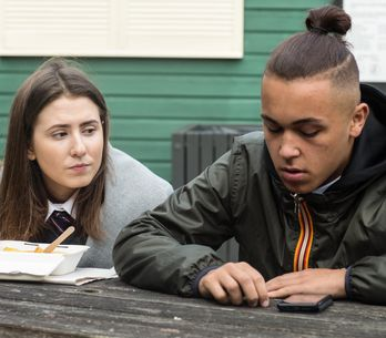 Eastenders 19/12 - Bex Is Disappointed By Shakil's Lack Of Enthusiasm