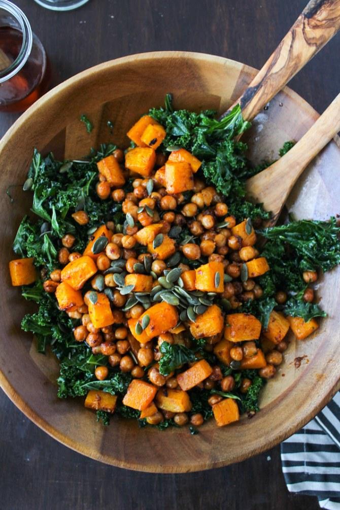 Grünkohl-Rezepte: Grünkohlsalat mit Kürbis und Kichererbsen