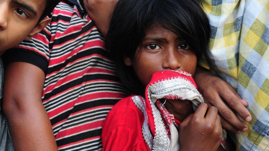 Au Bangladesh, les enfants travaillent 64 heures chaque semaine pour fabriquer nos vêtements