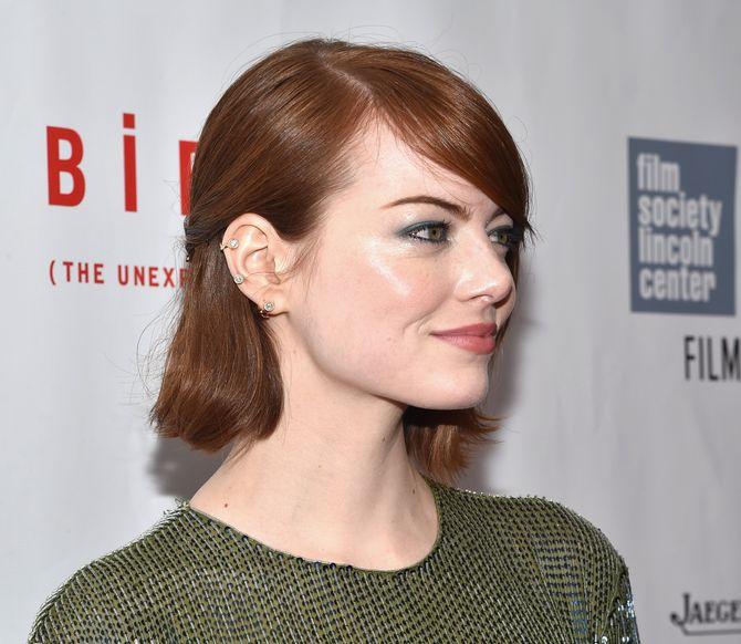 Emma Stone et son faux piercing à l'oreille