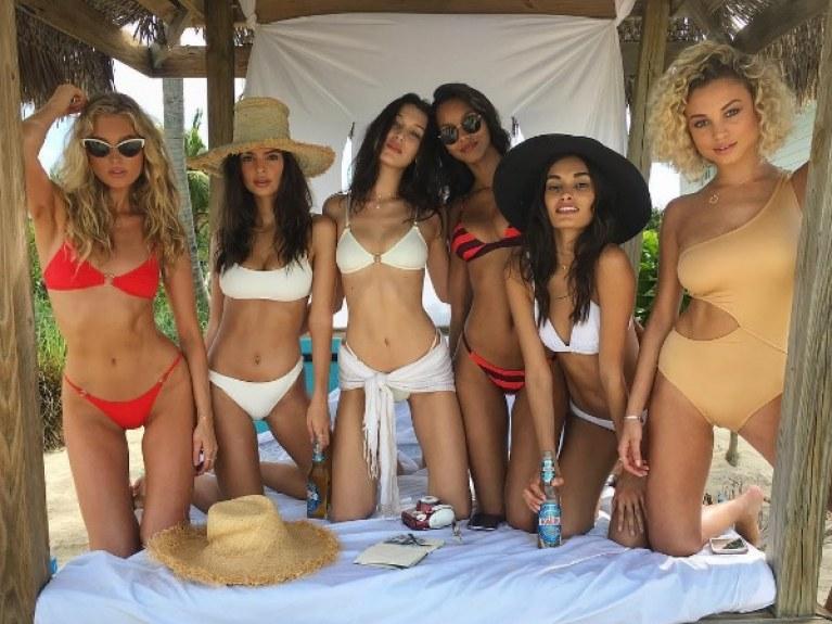 431892bdc7 Les Anges Victoria's Secret en maillot de bain aux Bahamas