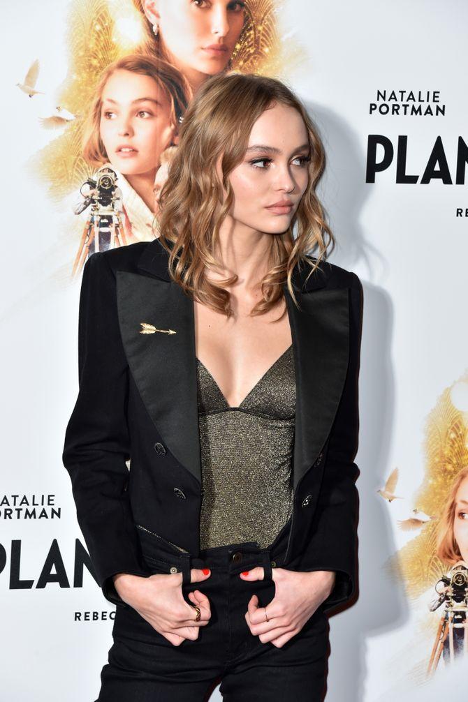 On veut un look façon Lily-Rose Depp pour les fêtes