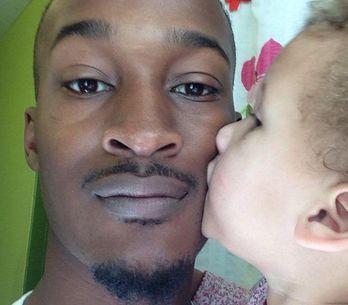Sa fille jugée trop blanche pour porter des tresses, ce papa s'indigne (Photos