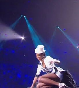 Miss France 2017 : Miss Mayotte chute et termine la soirée à l'hôpital (Vidéo)