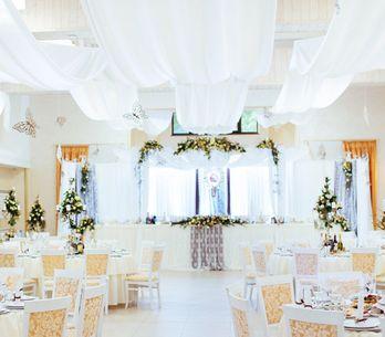Telas colgantes para bodas, ¡consigue un ambiente único!