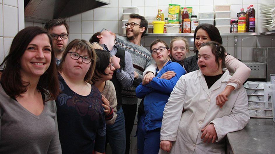 À Nantes, un restaurant extraordinaire est tenu par des personnes trisomiques (Photos)