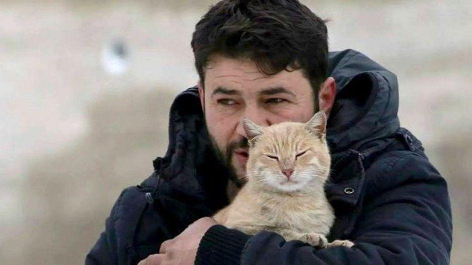 Ce Syrien protège les chats d'Alep des bombes (Vidéo)