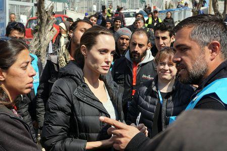 Angelina Jolie auprès des réfugiés en Grèce