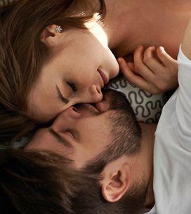 Löffelchen und Co: Was eure Schlafposition über eure Beziehung verrät!