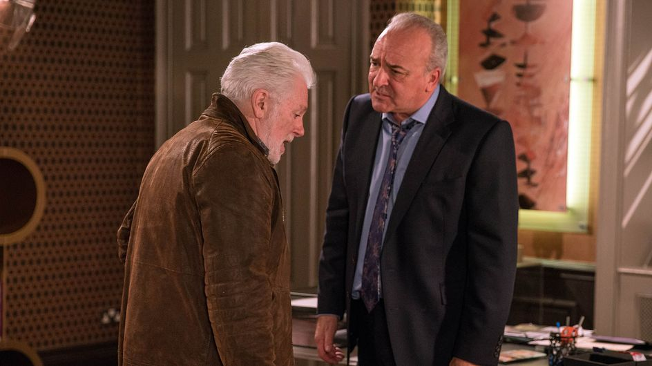 Emmerdale 12/01 - Lawrence Wants To Come Clean But Ronnie Blocks His Way