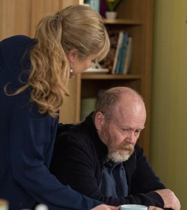 Eastenders 09/01 - Phil Returns From Hospital