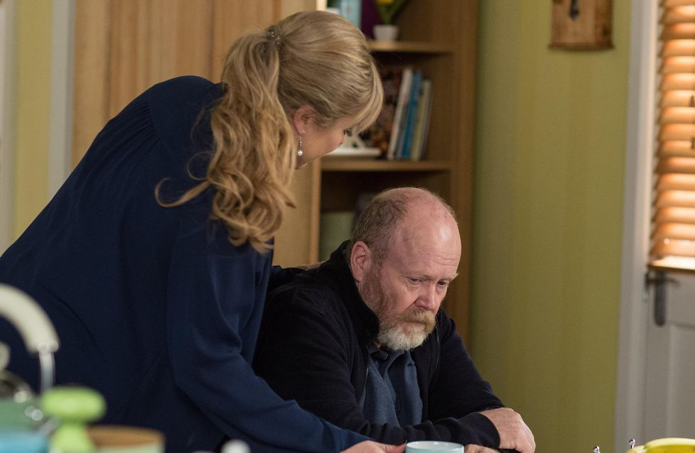 Eastenders 09/01 - Phil Returns From Hospital