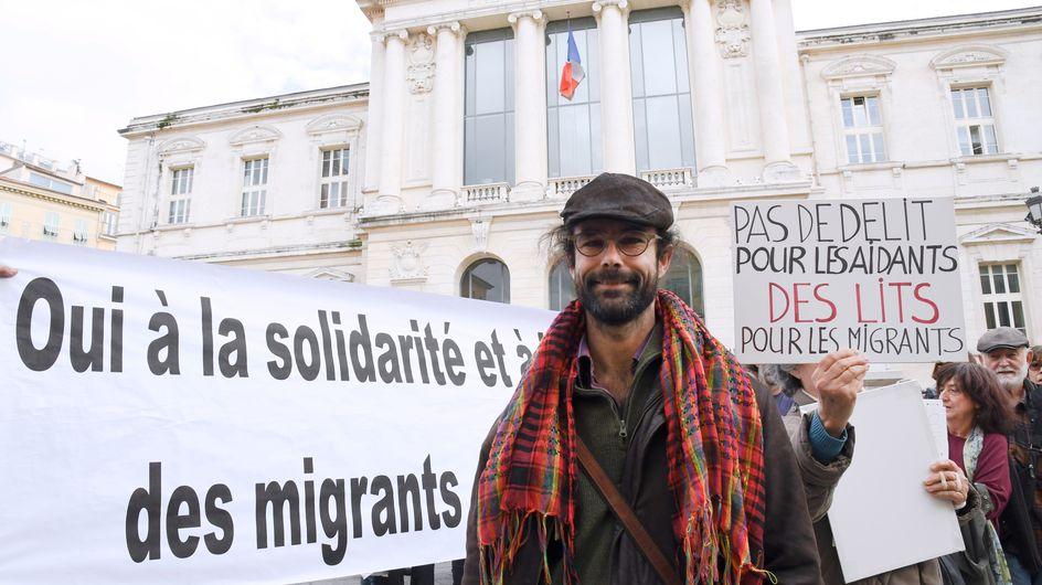 """Ce """"héros local"""" risque 5 ans de prison pour avoir accueilli des migrants chez lui (Photos)"""