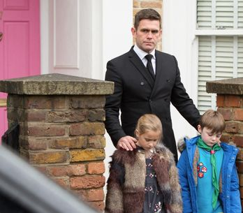 Eastenders 20/01 - Walford Bids Farewell To Roxy And Ronnie