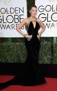 Blake Lively en Atelier Versace aux Golden Globes 2017