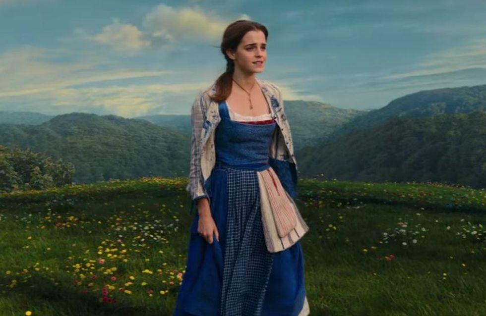 Prêts à être émerveillés ? Écoutez Emma Watson chanter Belle, le titre de La Belle et la Bête (Vidéo)