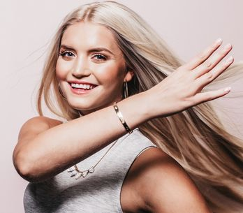 Spazzola lisciante per capelli: come funziona e perché preferirla alla piastra