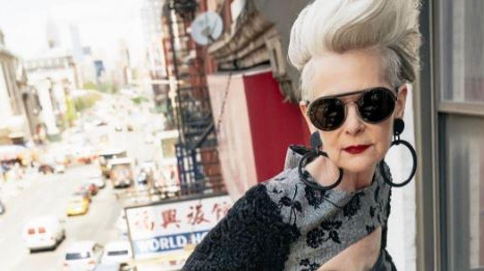 Cette blogueuse de 63 ans envoie valser tous les diktats de beauté (Photos)