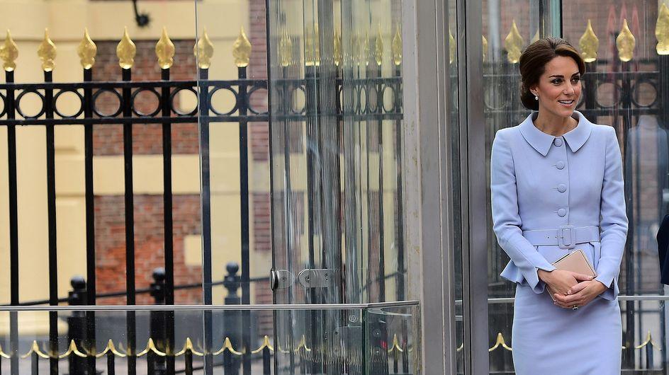 L'obsession de Kate Middleton pour la pochette cache-t-elle un ventre rond ? (Photos)