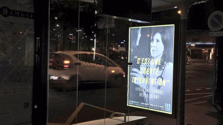 Des pubs anti-IVG envahissent les abribus et provoquent la colère des Parisiens (Photos)
