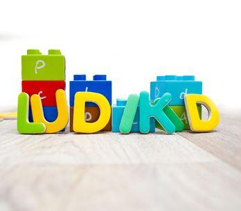 Jeux et astuces pour familiariser les enfants avec les lettres
