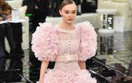 Lily-Rose Depp, délicieuse mariée pour Chanel (Photos)