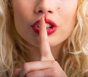 8 modi per comunicargli che sei attratta da lui attraverso il linguaggio del cor
