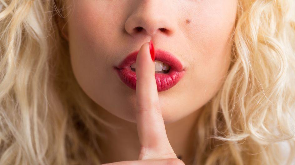 8 modi per comunicargli che sei attratta da lui attraverso il linguaggio del corpo
