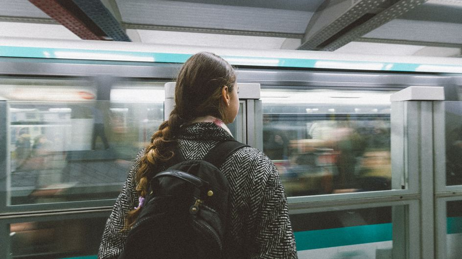 Une adolescente de 13 ans reconnaît son violeur dans le métro et permet son arrestation